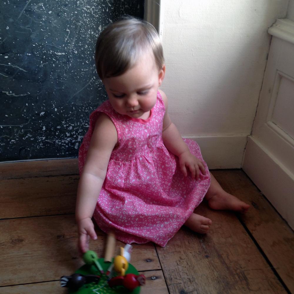 robe bebe fille naissance patron robe petite fille 3 ans. Black Bedroom Furniture Sets. Home Design Ideas