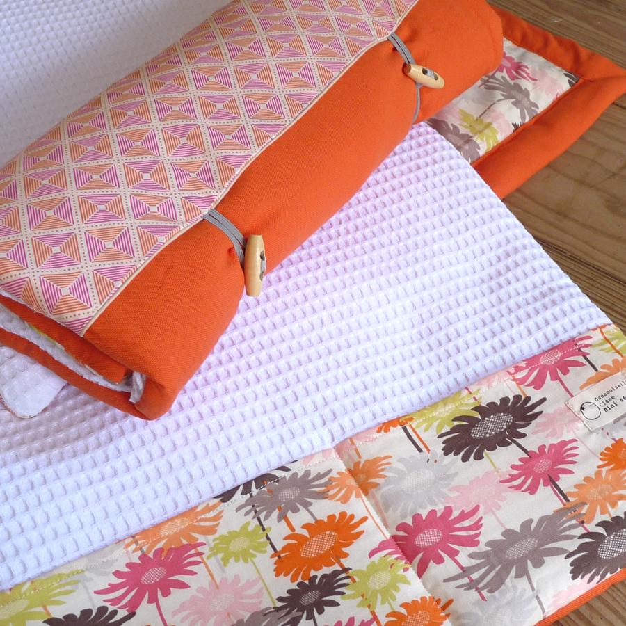 matelas langer nomade un cadeau de naissance utile pour les vacances mademoiselle cl me. Black Bedroom Furniture Sets. Home Design Ideas